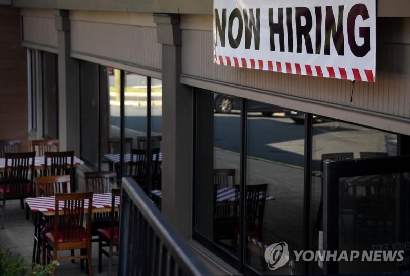 미국 버지니아주의 한 식당에 걸린 채용 공고